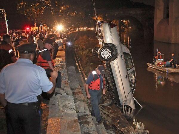 Eastfallslocal.Schuylkill submerged car